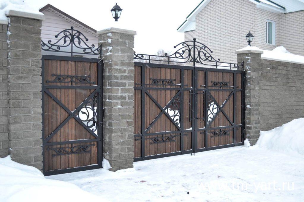 Кованые ворота из массива дерева Херсон