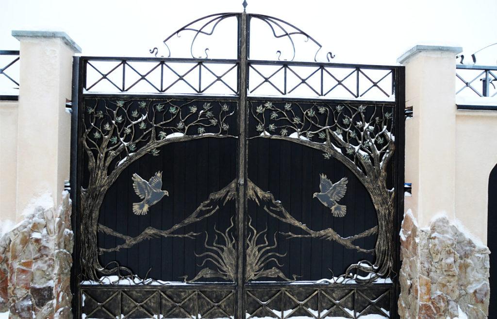 Металлические ворота с художественной ковкой