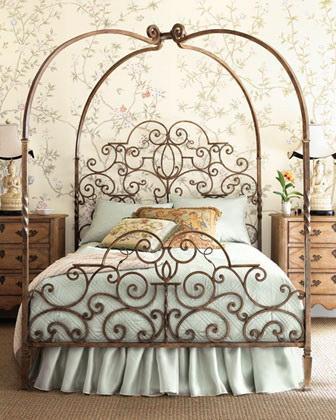 Кованая двуспальная кровать на заказ в французском стиле