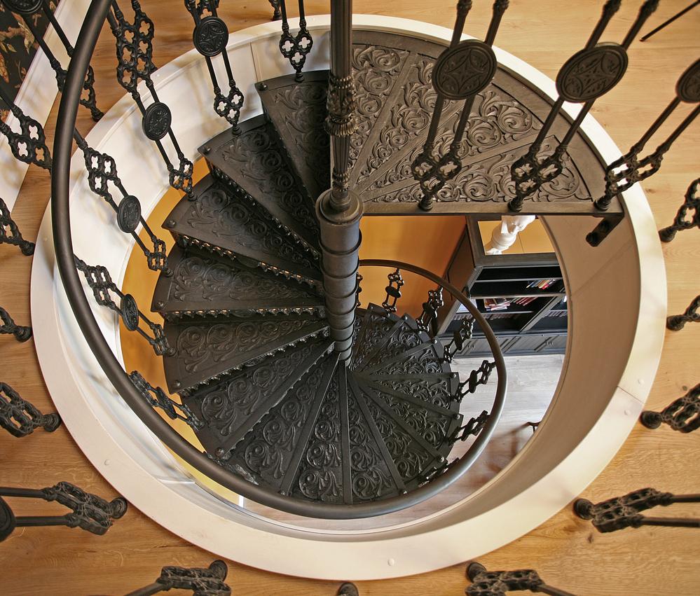 Кованая винтовая лестница в Викторианском стиле
