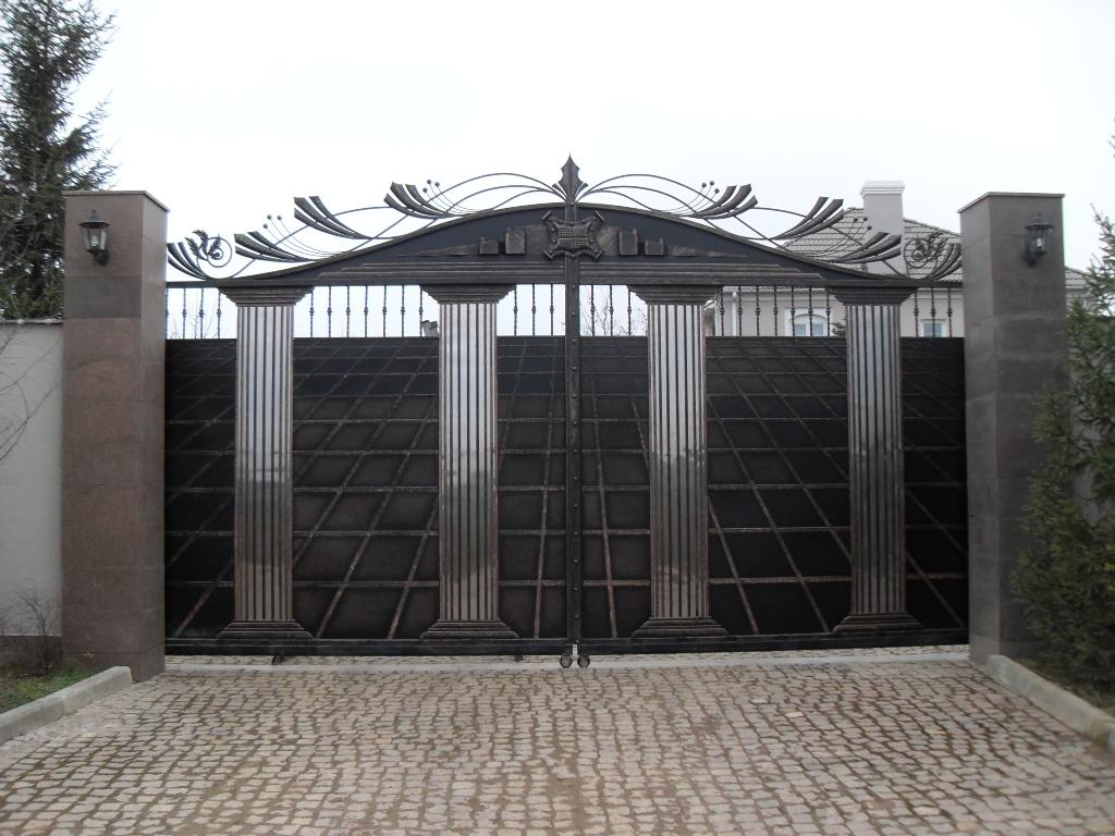 Кованые откатные ворота двухстворчатые