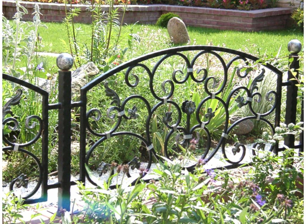 Кованый садовый забор