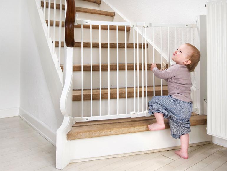 Металлическое ограждение на лестницу