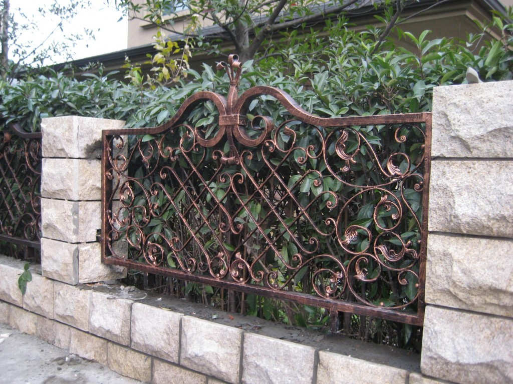 Полностью кованая садовая ограда