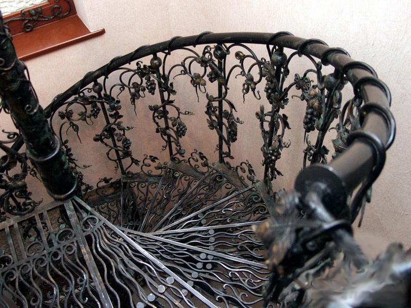 Полностью кованая винтовая лестница