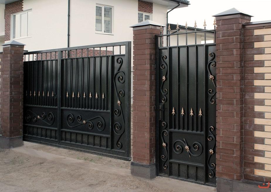 Ворота откатные кованые с калиткой