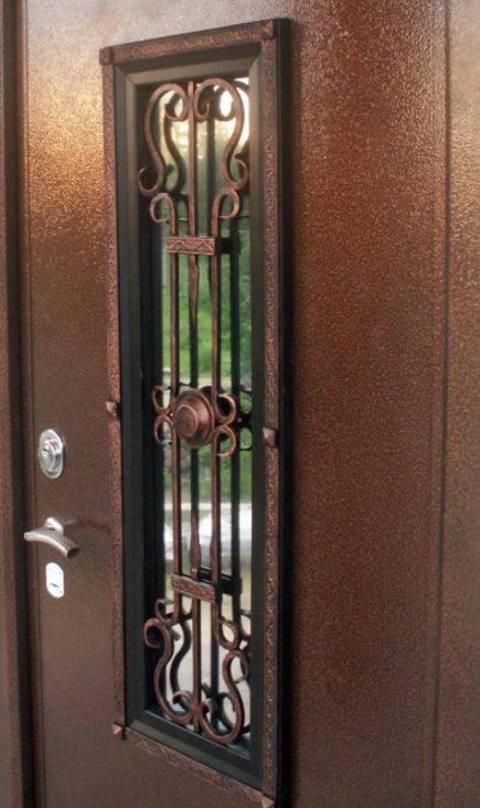 металлическая дверь с железным окошком
