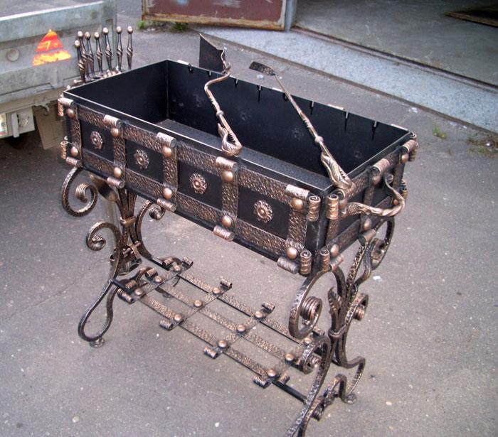 Кованый мангал с принадлежностями заказать в Херсоне