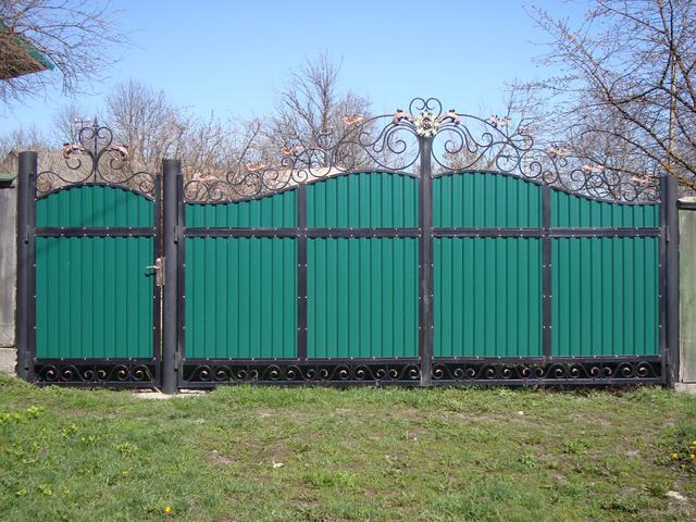 Ворота с калиткой из профлиста в Херсоне на заказ