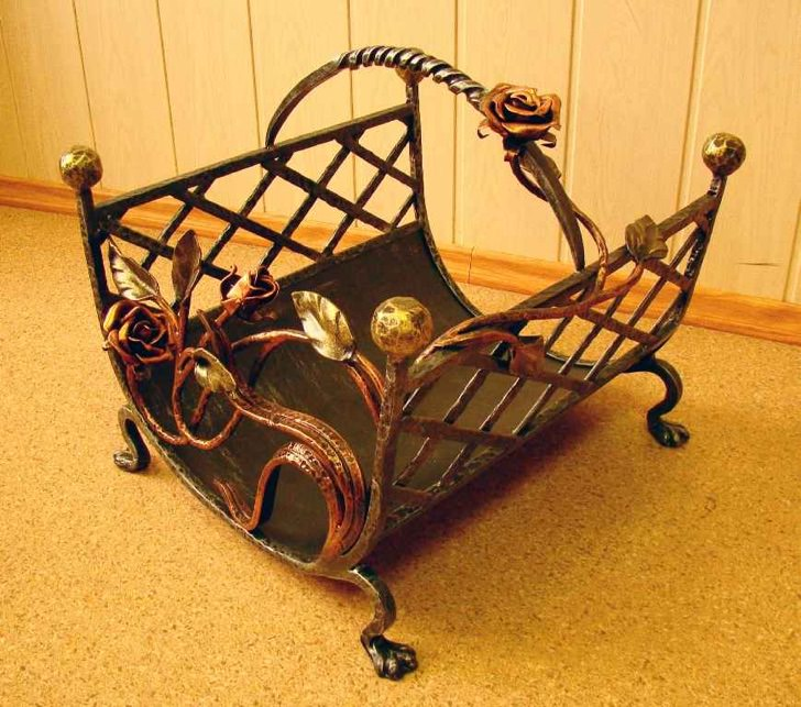 Изготовление и продажа кованых металлических дровниц поленниц корзинок для дров подставок под дрова в Херсоне