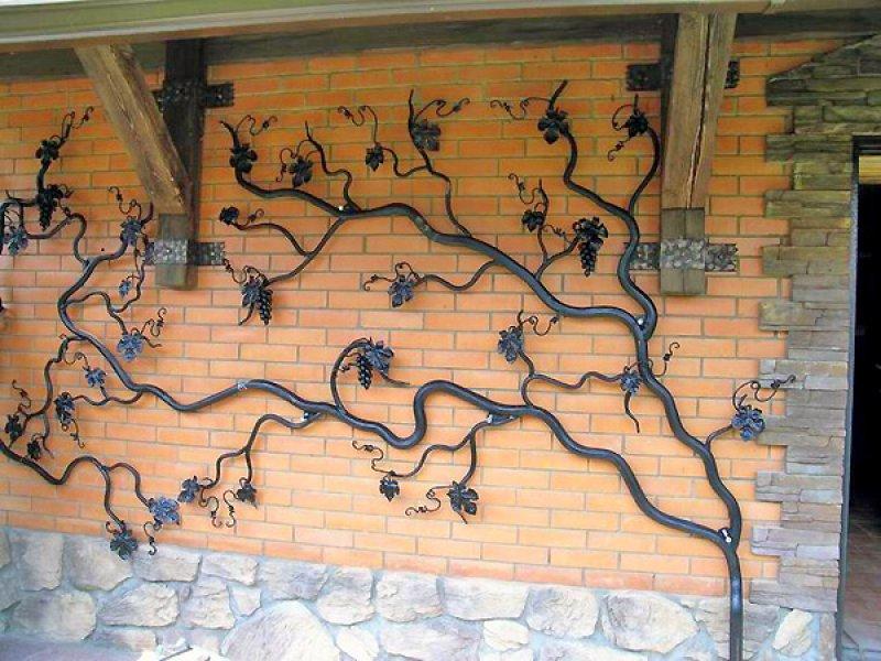 Кованое плетение для декорирования фасадов здания в Херсоне
