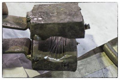 Матрица для изготовления фактуры коры дерева на металлических прутьях