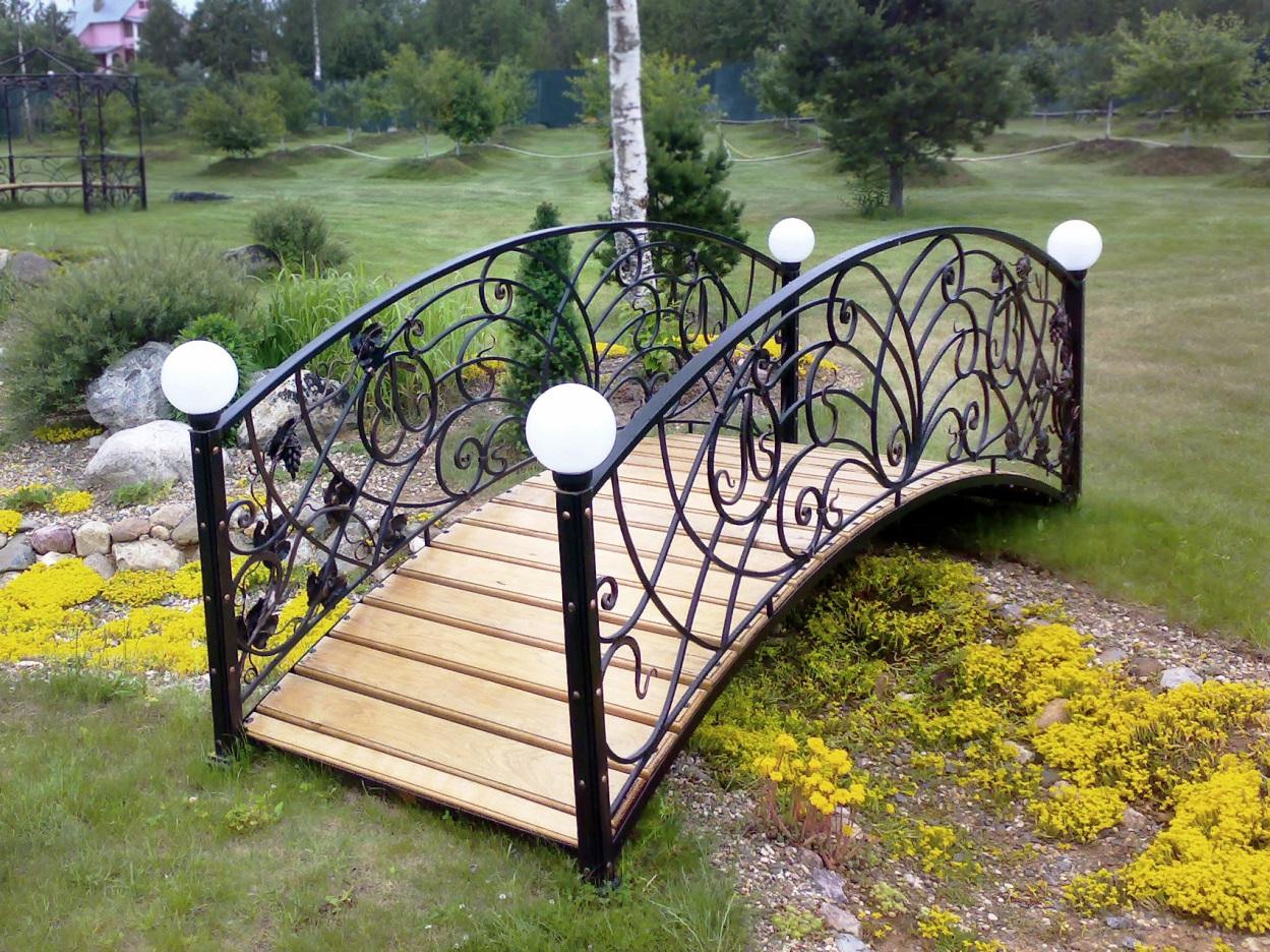 Садовый мостик из металла с элементами художественной ковки стоимость цена