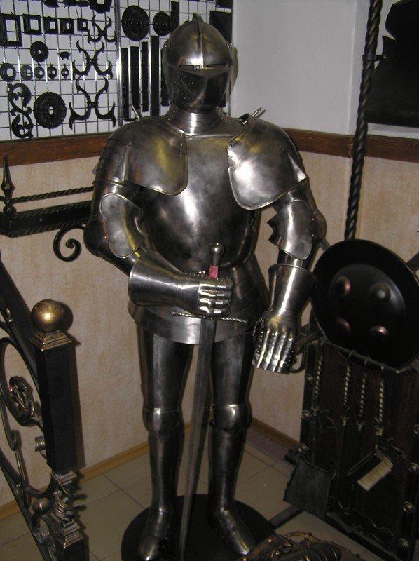 производство доспехов латов рыцарский принадлежностей