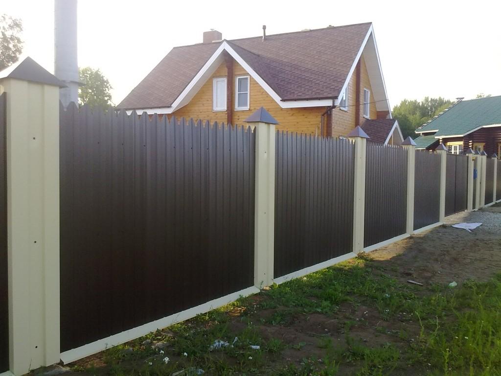 Профессиональное строительство забора из профнастила в Херсоне на заказ под ключ