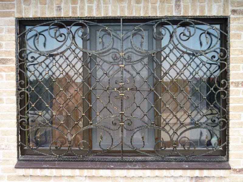 Изготовить кованые решетки на окна и двери на заказ в Херсоне